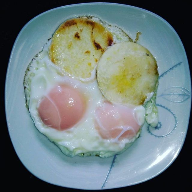 breakfast sunday eggs arepa fried novegan nutrition bogota colombia fastfood